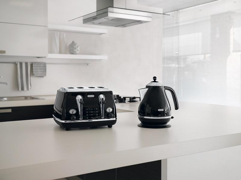 DeLonghi Icona Classic 4 Slice Toaster - Black CTO4003BK